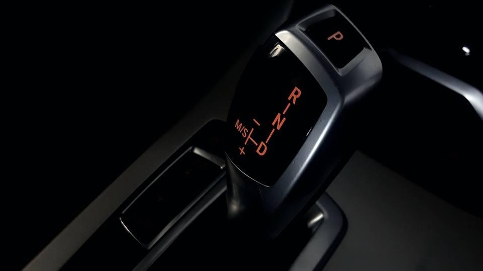 Perbedaan Mengendarai Mobil Bertransmisi AMT dengan Transmisi Manual yang Perlu Anda Ketahui